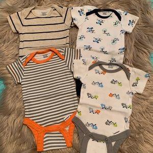 Gerber • NEW onesie bodysuits boy 2 NB and 2 0-3m